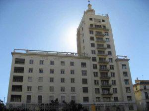 La Equitativa (foto: http://malagaarquitecta.blogspot.com.es/2009/12/edificios-de-viviendas-y-oficinas-la.html)