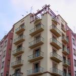 Edificio de viviendas en la calle Zegrí (Autor fotografía: Joaquín Ortiz de Villajos)