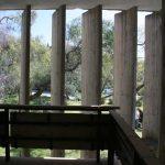 Antigua Universidad Laboral. Detalle de reguladores solares en pasillo exterior (foto Francisco Rodríguez Marín)