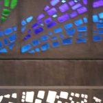Antigua Universidad Laboral. Detalle de la vidriera de la caja de la escalera (foto Francisco Rodríguez Marín)