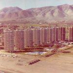 Fotografía aérea de la urbanización Playamar durante su construcción, del Estudio Lamela.