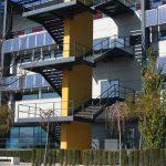 Escuela de Ingenierías de la UMA. Fachada principal. Detalle de las escaleras de evacuación (foto Rodríguez Marín)
