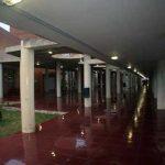Facultad de Ingeniería en Telecomunicaciones de la UMA. Galería cubierta exterior (foto Rodríguez Marín)