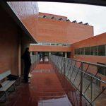 Facultad de Ingeniería en Telecomunicaciones de la UMA. Detalle de patio abierto interior (foto Rodríguez Marín)