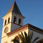 Iglesia Parroquial de Ntra. Sra. de los Dolores (Puerto de la Torre). Detalle de la torre campanario y fachada principal (foto Rodríguez Marín)