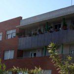 Edificio de viviendas en calle Escritor Antonio Soler nº.3. Detalle de soluciones diferenciadas para los balcones (foto Francisco Rodríguez Marín)