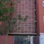 Edificio de viviendas en calle Escritor Antonio Soler nº.3. Detalle del cerramiento con maderas de los pasillos de comunicación superiores (foto Francisco Rodríguez Marín)