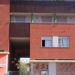 Edificio de viviendas en calle Escritor Antonio Soler nº.3. Detalle de acceso lateral en la fachada Oeste (foto Francisco Rodríguez Marín)